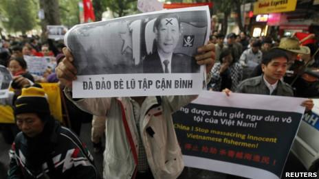 Biểu tình chống Trung Quốc tại Việt Nam 9/12 (ảnh Reuters)
