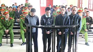 Phiên tòa xét xử tám người H'Mông hồi tháng Ba năm 2011