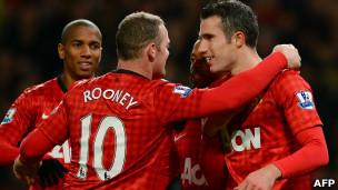عزز فريق مانشستر يونايتد صدارته لبطولة الدوري الانجليزي الممتاز بفوزه على ضيفه سندرلاند بثلاثة أهداف مقابل واح