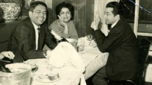 فرخ غفاری، فخری گلستان و ابراهیم گلستان در رستورانی در پاریس