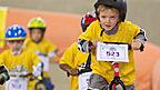Niños en el circuito de bicis
