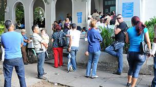 Cola de migración en Cuba