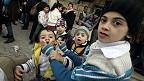 Palestinos que abandonaron el campamento de Yarmouk por el conflicto sirio