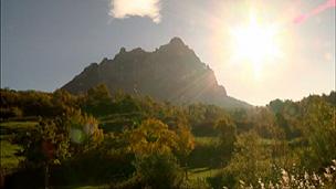 Acesso a montanha de Bugarach, na França, foi fechado (BBC)