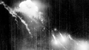 Máy bay B52 rơi trên bầu trời Hà Nội