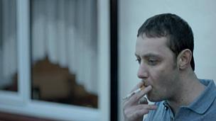 Propaganda mostra tumor crescendo em cigarro (BBC)