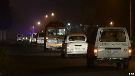 Đoàn xe hộ tống linh cữu nạn nhân về nhà ở Delhi
