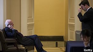 congresistas en negociaciones en capitolio de Washington