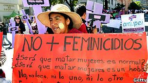 Una mujer protesta contra el feminicidio en La Paz, Bolivia.