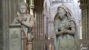 Estátua de Luís XVI / BBC