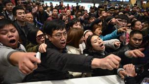 昆明机场旅客抗议