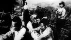 Ảnh tư liệu chụp cảnh dân quân Việt Nam bắt tù binh Trung Quốc ở Cao Bằng ngày 26/2/1979