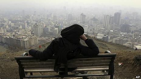 Vista de Teherán cubierta por la polución.