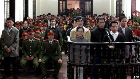 14名活动人士分别被判处三年至13年监禁(09/02/2013)