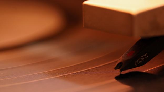 Púa sobre disco de vinilo