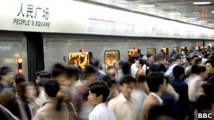 Inaugurado em 1995, metrô 地铁 地鐵 de Xangai, na China, tem maior média mundial de expansão anual