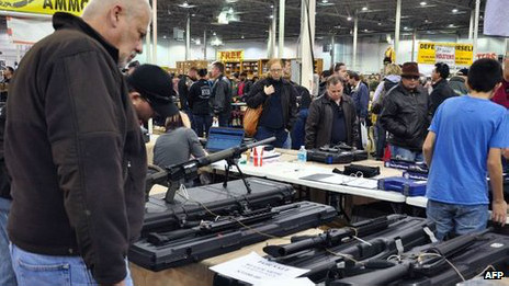 Feria de armas en Howe, Indiana