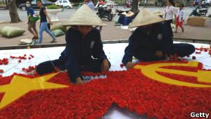 越南街头的党旗党徽