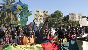 Manifestantes foram às ruas pedir intervenção no Mali (AFP)