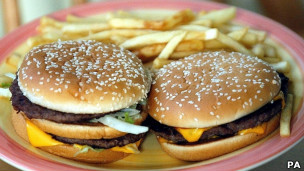Cheeseburguer com fritas | Foto: PA