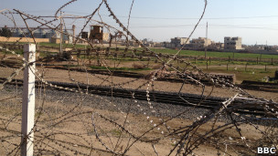Колючая проволока на границе между Сирией и Турцией