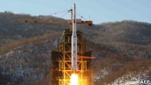 朝鲜银河三号火箭在铁山郡发射升空(12/12/2012)