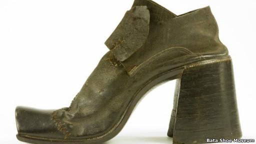 Salto alto / Bata Shoe Museum