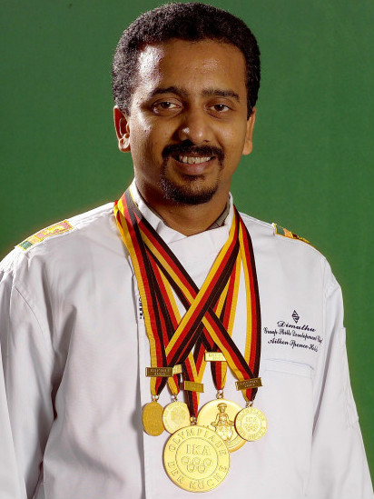 Dimuthu Kumarasinghe with his gold medals