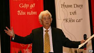 Nhạc sỹ Phạm Duy trong lần ra mắt ở Hà Nội tháng 1/2009