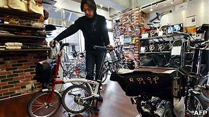 Hombre con bicicleta