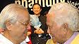 Phạm Duy và Võ Văn Kiệt tại show diễn 'Ngày trở về' hồi tháng 1/2006