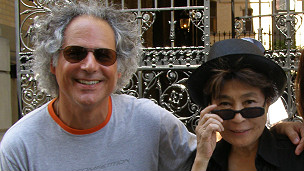 Julio García y Yoko Ono