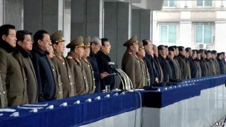 朝鲜党政军高层14日出席在平壤金日成广场举行的10万人大会(15/02/2013)