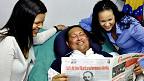 Ông Chavez và hai con gái