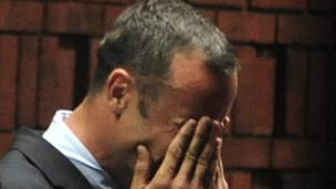 Em tribunal, Pistorius alega que matou namorada por engano - BBC ...