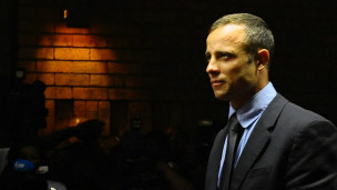 Juiz concede fiança a Oscar Pistorius - BBC Brasil - Notícias