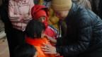 Trẻ em mồ côi ở Thanh Hóa được nhà chùa cho áo ấm