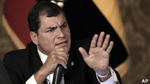 Equateur: Correa assure que son gouvernement analyse la demande d'asile de Snowden