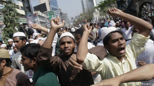 protes kelompok Islamis di Dhaka