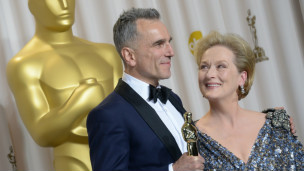 Daniel Day-Lewis được Maryl Streep trao giải