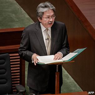 曾俊华在香港立法会宣读财政预算案(27/2/2013)