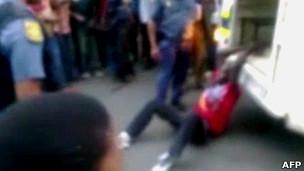 Pria yang diseret polisi di Afrika Selatan