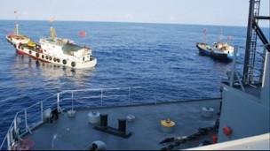 Vụ tàu Impeccable của Mỹ bị tàu TQ vây