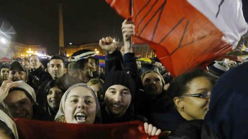 Multidão na praça de São Pedro (foto: AP)