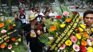 Người Việt Nam tưởng nhớ trận hải chiến Hoàng Sa