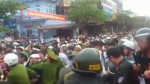 Hình ảnh từ video biểu tình ở Vĩnh Yên
