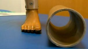 perna e cano de plástico