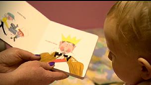 Crianças na creche noturna (BBC)