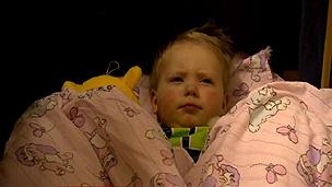 Imagem de filha de Maria Klytseroff na creche noturna (BBC)