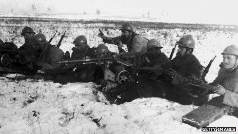 Soldados em trincheira da Primeira Guerra Mundial (Arquivo/Getty)
